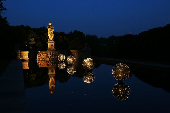 Bruce Munro, Fagin's Urchins, installation view, 2013. Photo by Mark Pickthall.