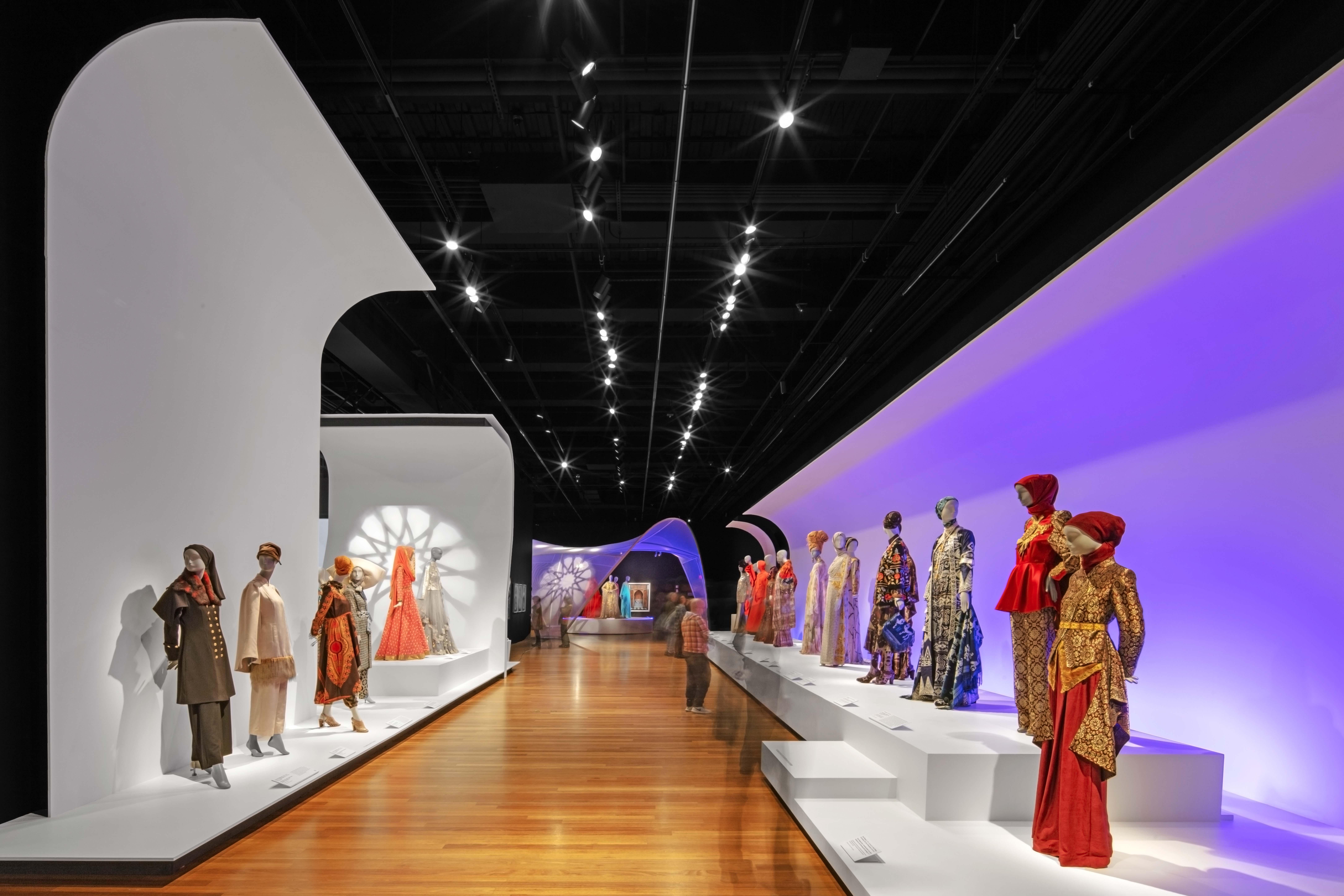 Contemporary Muslim Fashions, De Young Museum