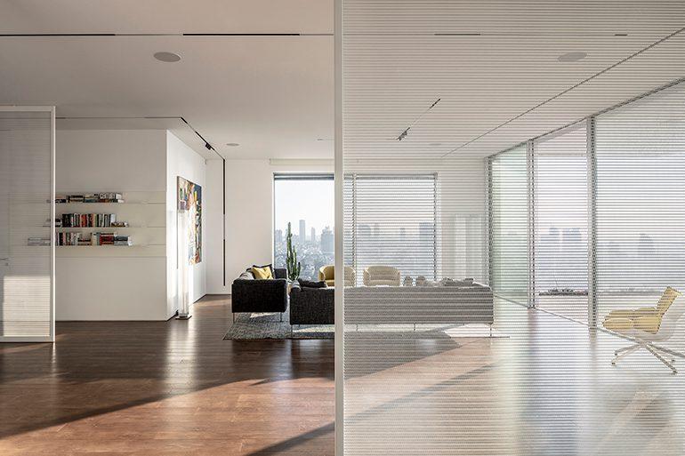 White Screens Apartment