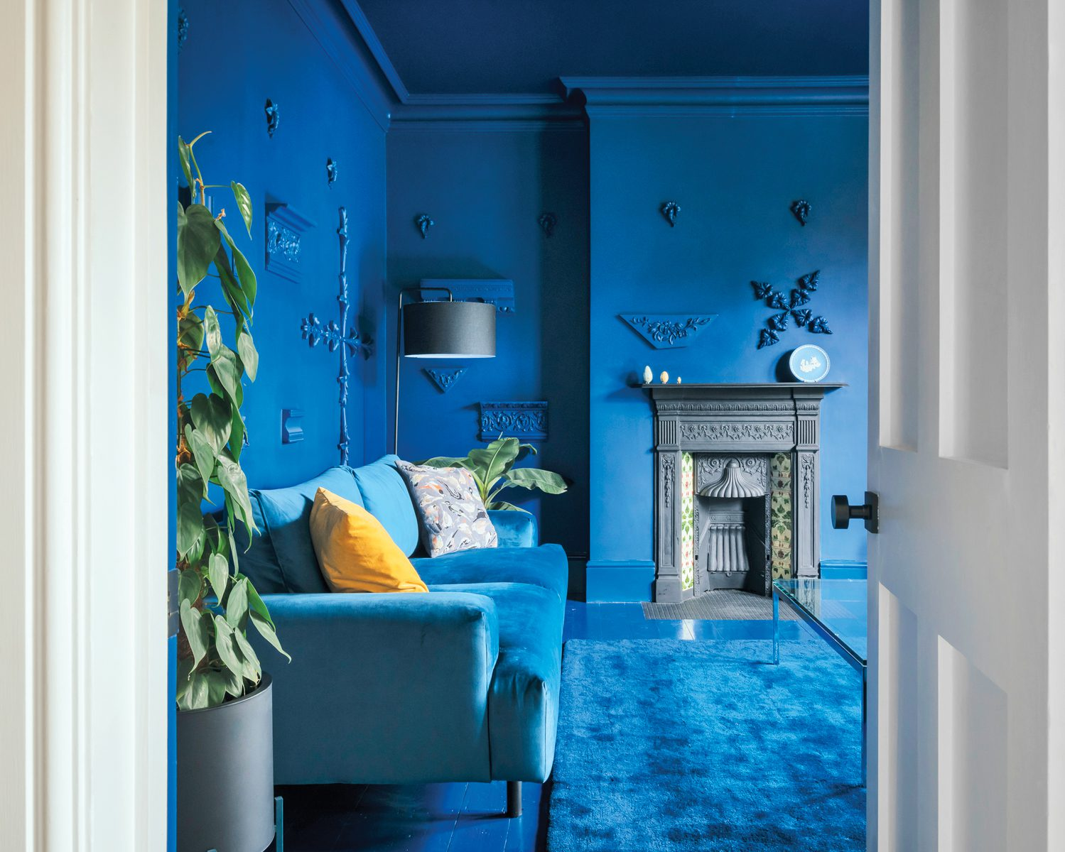 Dulux's Marine Waters emulsion covers the lounge walls—applied plaster architecture fragments and all.