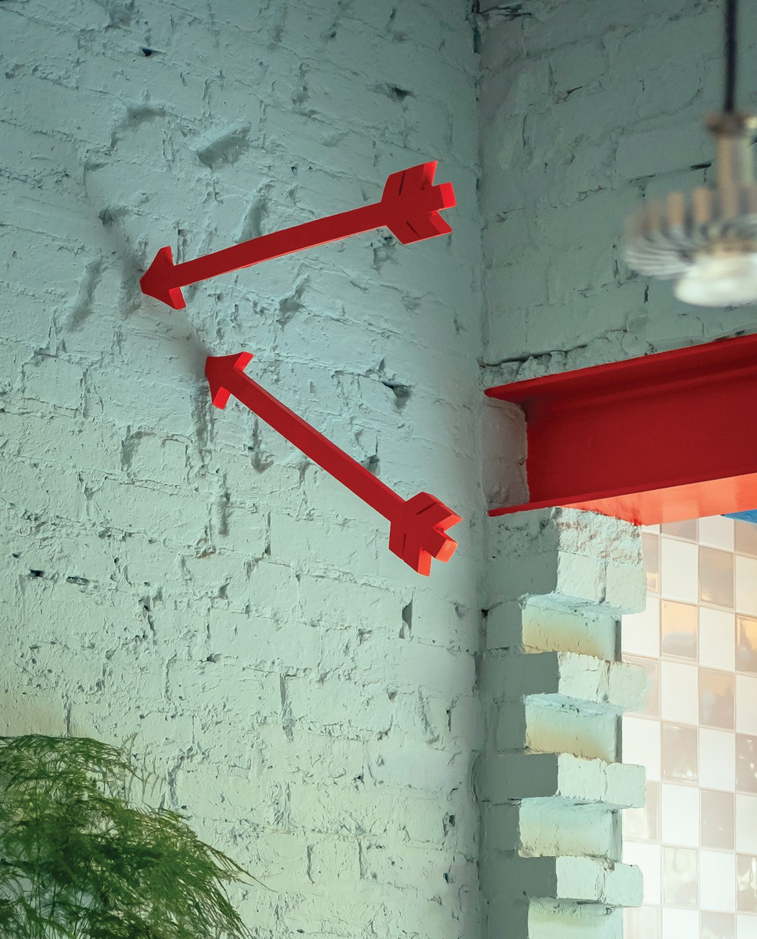 Arrow sculptures by Liam Fallon accent the kitchen.
