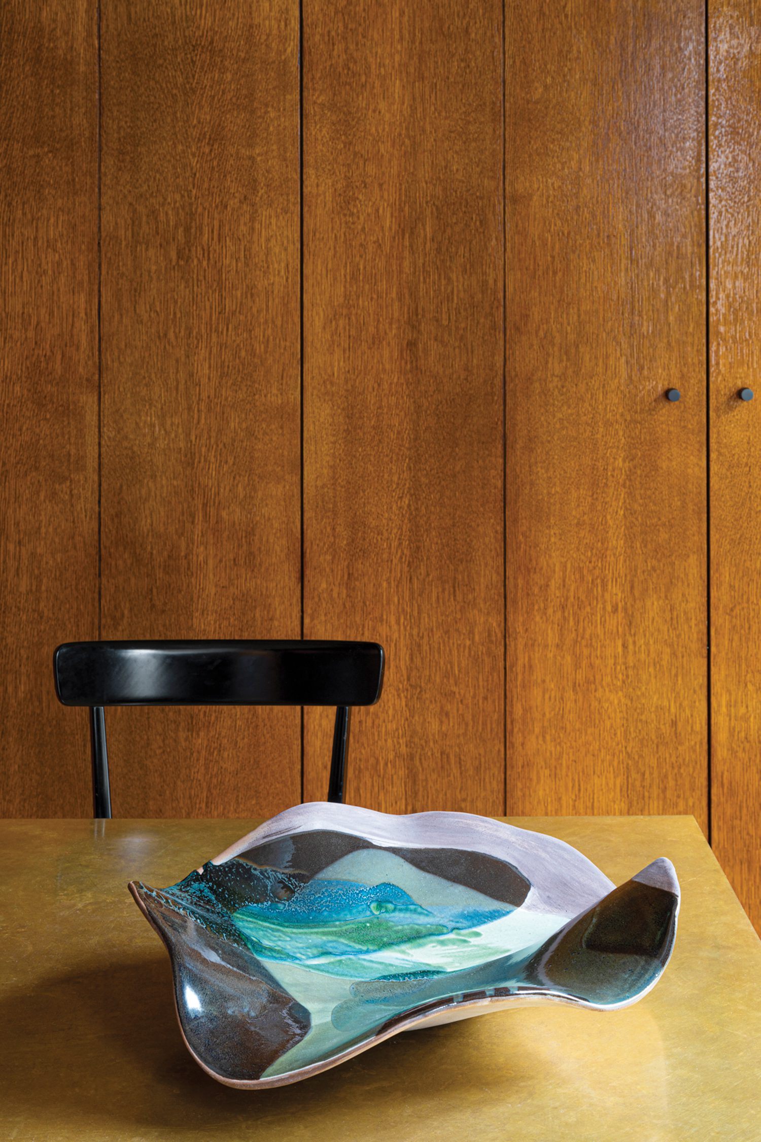 An enamelled ceramic dish by Claire de Lavallée graces the dining room's oak-top table by Heerenhuis.
