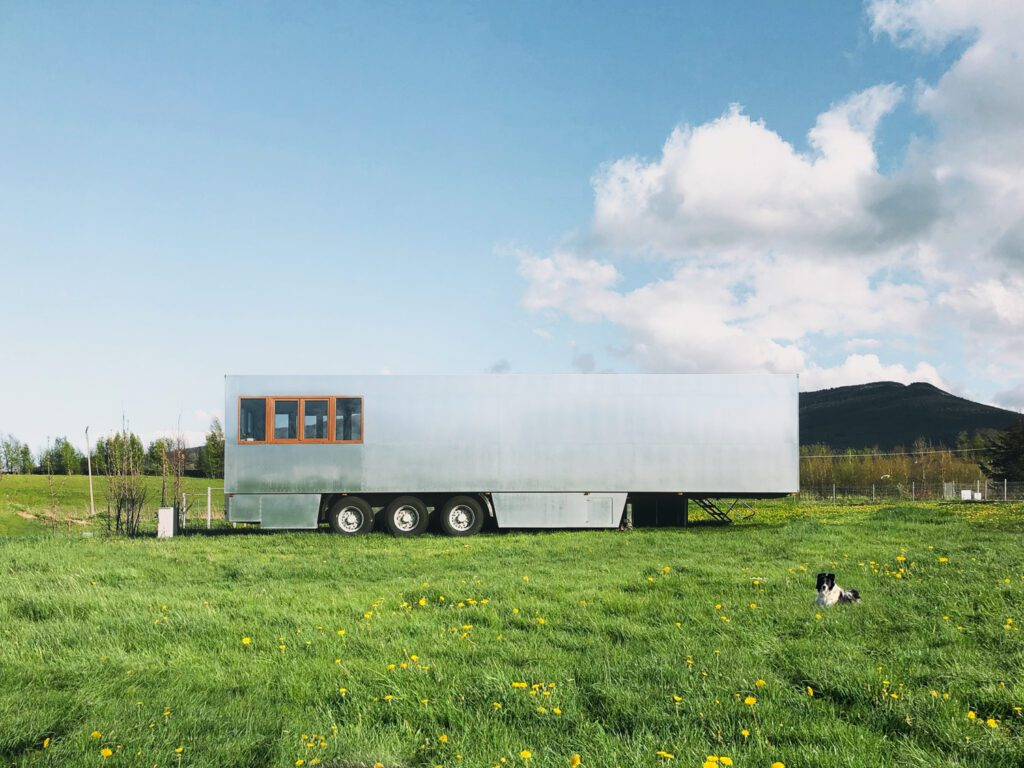 This mobile hotel is one of four mobile projects the firm has designed. Photography by Izabela Retka and Znamy się.