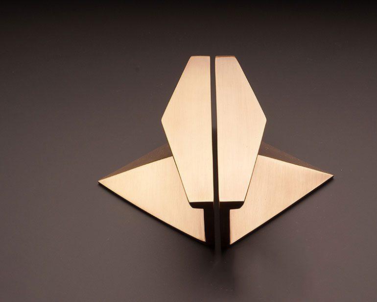 DP140Z Triangular Door Pull