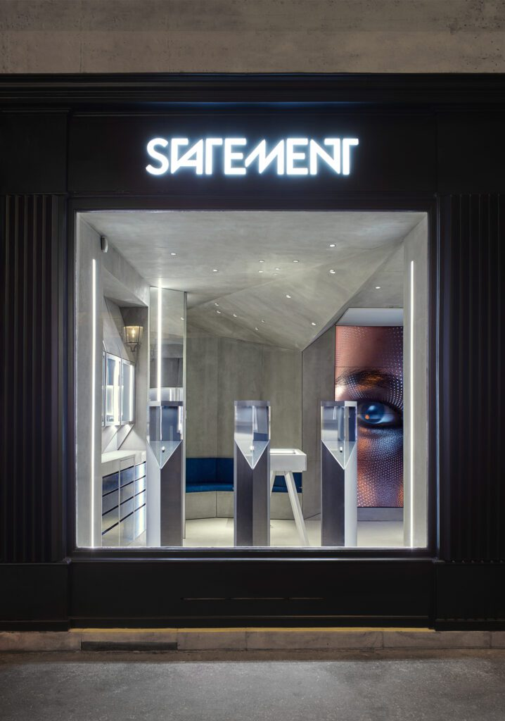 The Statement jewelry boutique, a collaboration between architect Agathe Labaye, artist Florian Sumi, and architects Abinal & Ropars, is on Rue du 29 Juliette near the Jardin des Tuileries in Paris. Photography by Quentin Lacombe