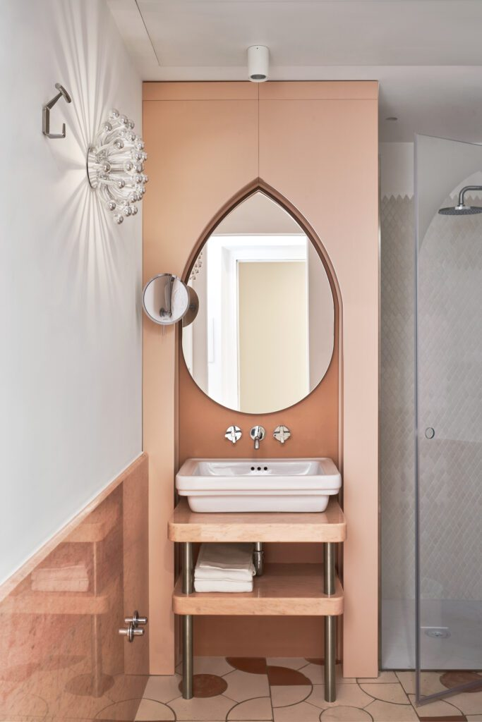 The bathrooms include Rosa Portogallo marble and Rainbow onyx by Budri.