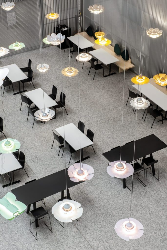 The cafeteria seats up to 340 patients, visitors, and employees in CMP Design Studio's Osaka chairs; benches are custom.