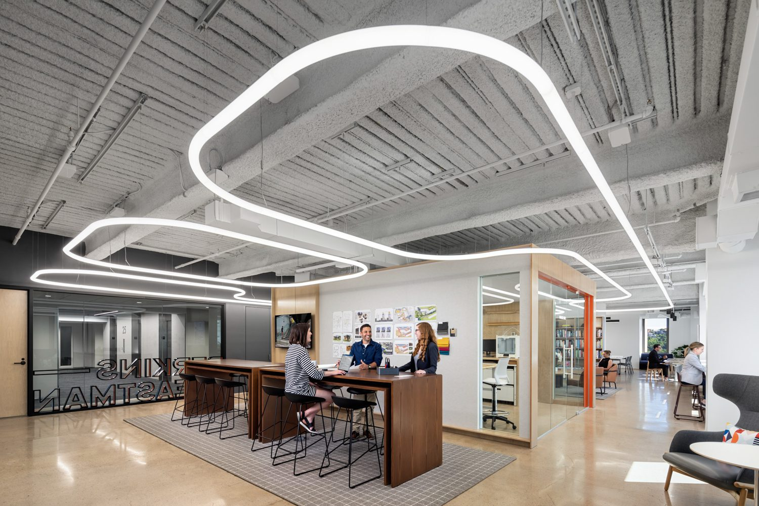 Feature fixtures by Artemide illuminate the workspaces.