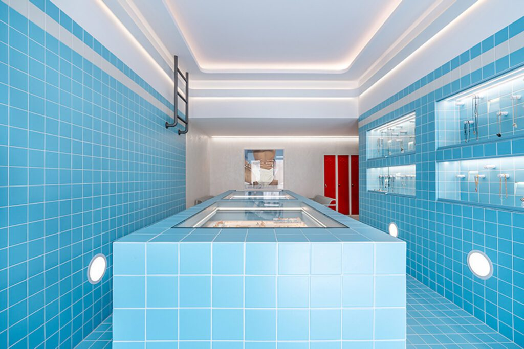 The pool encapsulates a very small floor plan at approximately 600 square feet.